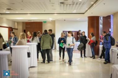 Záujemcovia o štúdium na univerzite v zahraničí na podujatí StudyFest agentúry Interstudy.