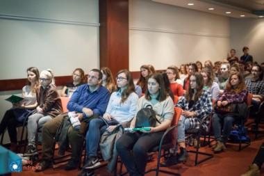Študenti na prednáške univerzity zo zahraničia na informačnom podujatí StudyFest.